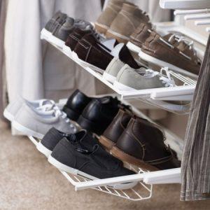 Сетчатые обувницы с обувью